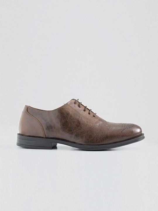BROWN OXFORD WITH BROGUING TOE CAP