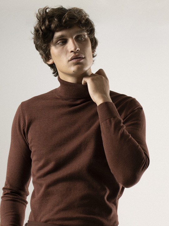 POT RED TURTLENECK SWEATER