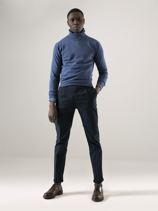 STORM BLUE SINGLE-PLEATED CHINO PANTS