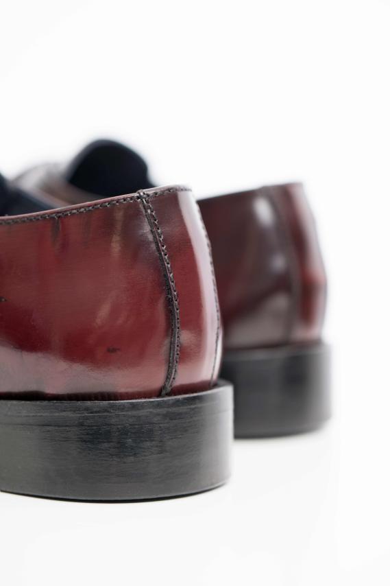 Zapato piel hebilla burdeos