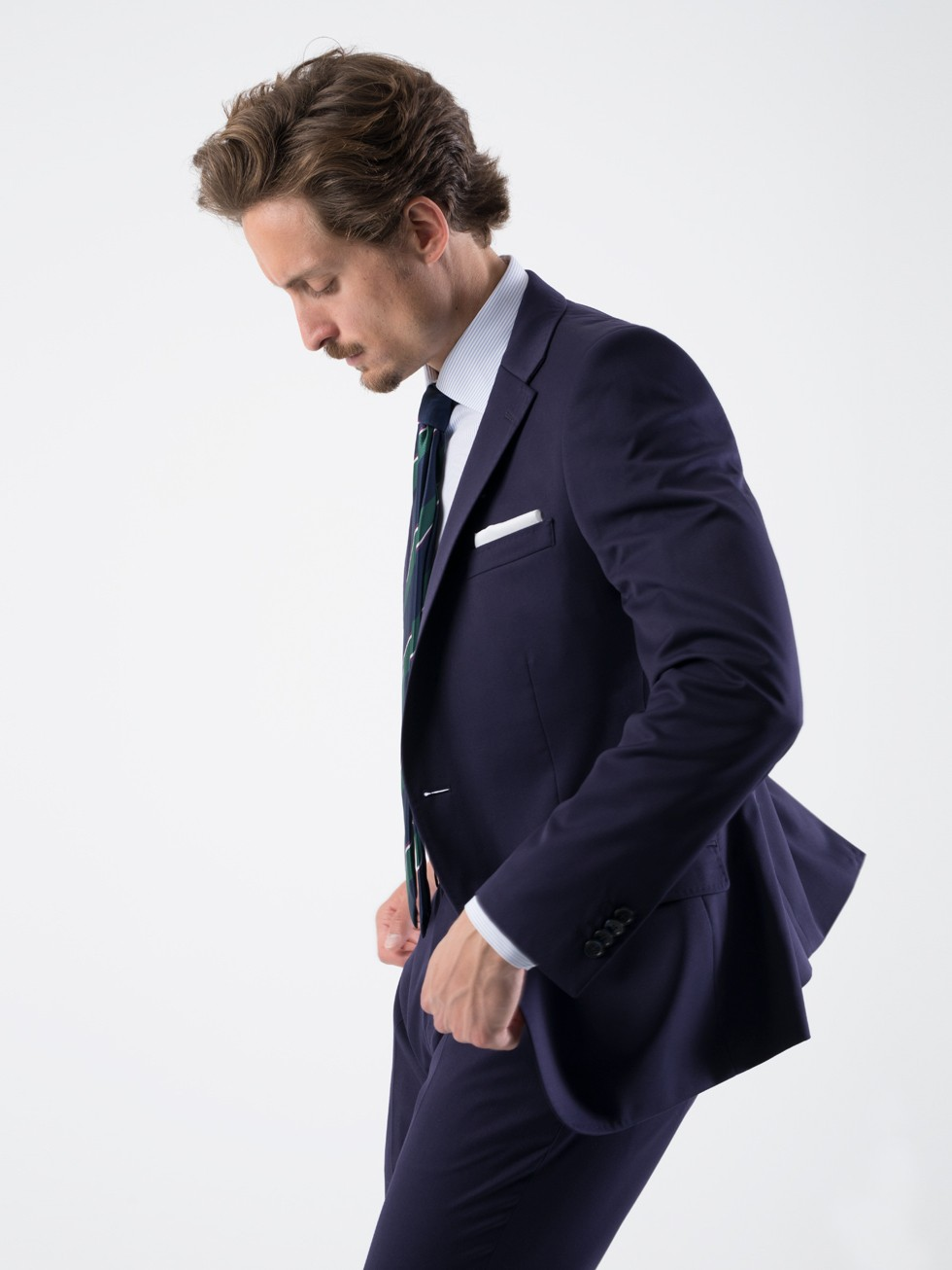 Traje slim fit liso uva