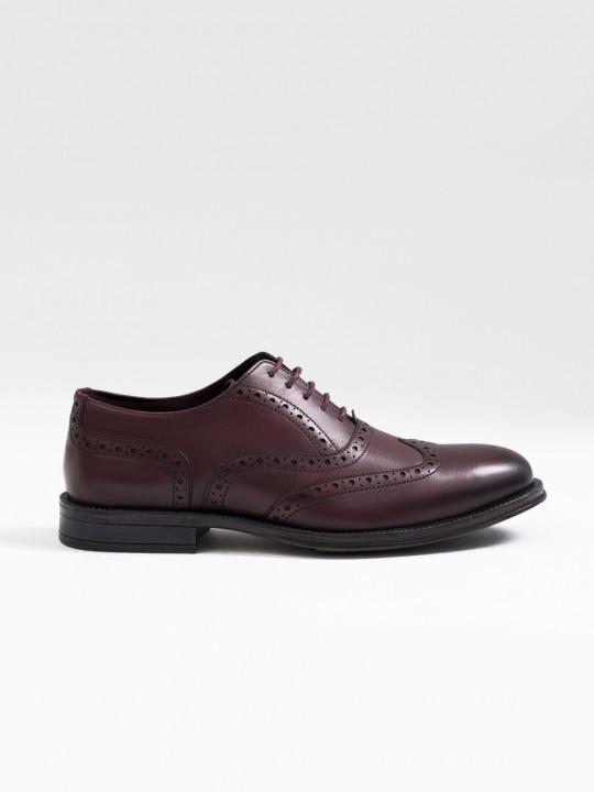 Zapato oxford picado piel burdeos