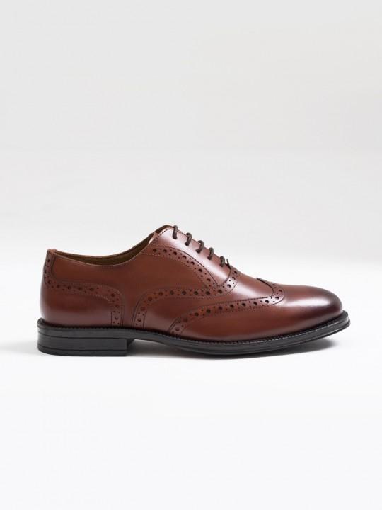 Zapato oxford picado piel marrón