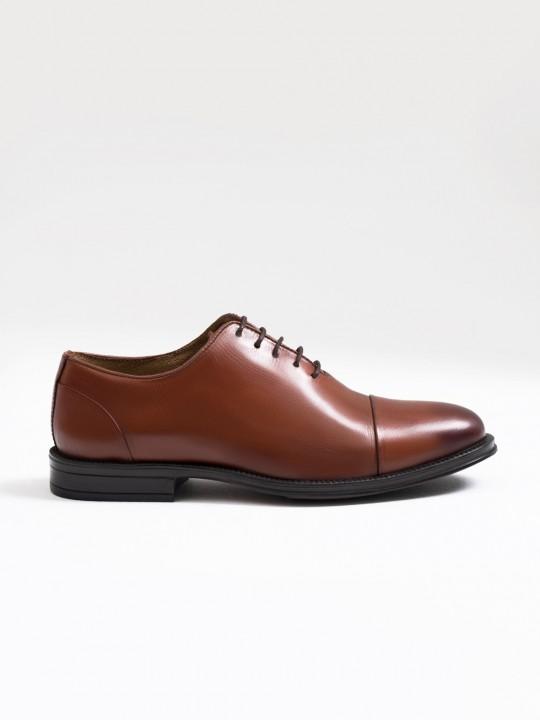 Zapato picado piel marrón