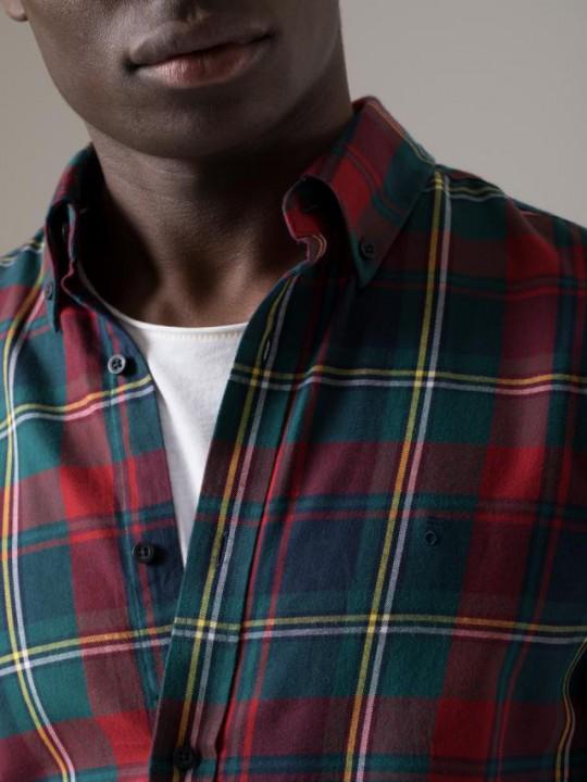 Camisa slim fit motivo fil coupé blanca
