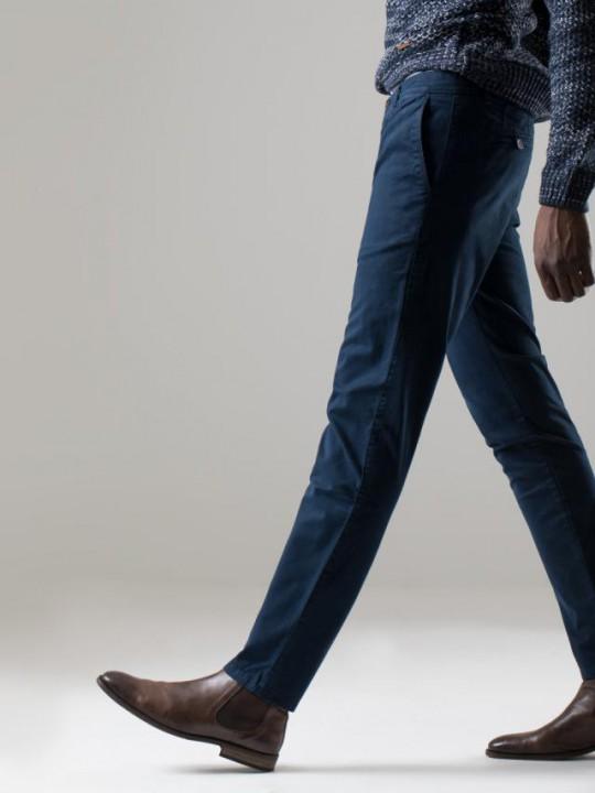Pantalón chino slim fit azul marino